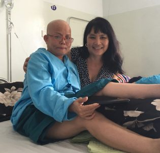 Van Le and 1 cancer patient 2